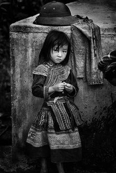 Little girl stare.#asia #black #white #beauty