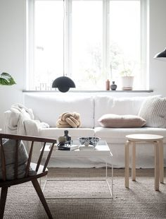 Minimalist Living Room Ideas - Locate your preferred Minimalist living room images right here. Check out photos of inspiring Minimal living-room layout suggestions to create your perfect home. Ikea Living Room, Living Room White, Living Room Furniture, Small Living, Living Rooms, Minimalist Home Furniture, Modern Minimalist Living Room, Minimal Living, Modern Living