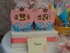 Princesas Disney Birthday Party Ideas. Cajitas carruaje de princesa