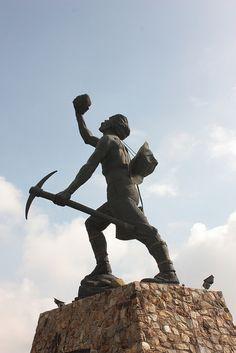Miner's statue, Johannesburg. BelAfrique your personal travel planner - www.BelAfrique.com