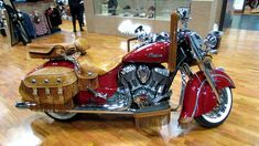 2014 Indian Chief Vintage Red with Accessoires Walkaround - 2013 NY Moto...