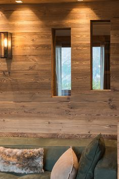 Home - Caracter Mountain Style, Mountain Homes, Chalet Interior, Chalet Design, Mountain Designs, Winter House, Rustic Elegance, Basement Remodeling, House In The Woods