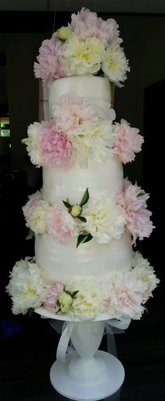 Peonies weddingcake