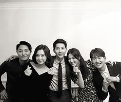 I Love the cast of Descendants of the Sun. Jin Goo, Kim Ji Won, Song Joong Ki, Song Hye Kyo and Onew Song Hye Kyo, Song Joong, Korean Celebrities, Korean Actors, Korean Dramas, Celebs, Lee Min Ho, Soon Joong Ki, Decendants Of The Sun
