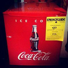 #Frigobar da #Coca-Cola, importado (EUA), 45cm de altura e profundidade, 48 litros (R$ 1.200). (at Antiquário XIII)