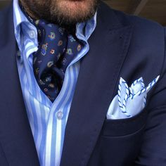 44 Astonishing Ascot Tie Ideas For Amazing Mens Style That Will Inspire You - I absolutely would sport an ascot if I were male. Limited men's choices in formal wear call for setting yourself apart by wearing an ascot. Ascot Outfits, Fashion Outfits, Mens Fashion Suits, Mens Suits, Mens Ascot, Ascot Ties, Well Dressed Men, Wedding Suits, Sport Coat