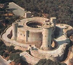 Coolest Traveling » Visit The Bellver Castle – A unique Circular Spanish Castle