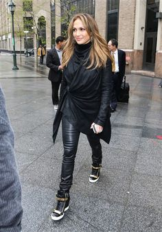 Jennifer Lopez jets off to a meeting, plus more stars out and about | Gallery | Wonderwall