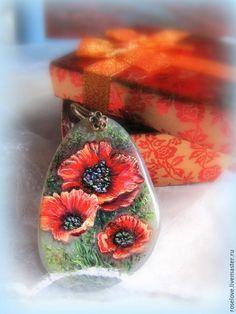 """Купить Кулон с росписью на камне """" Маки """" яркий красный Лаковая миниатюра  лаковая миниатюра, лаковая живопись, кулоны подвески, кулон натуральный камень, кулон с цветами, роспись по камню, подарок девушке женщине, подарок любимой, цветы на кулоне, кулон роспись по камню, роспись по камню кулон, кулон роспись на камне, роспись на камне кулон, роспись на камне маки, маки роспись на камне, миниатюрная картина маки, кулон с росписью маки, красные яркие маки кулон, купить кулон купить"""