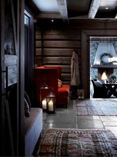 С чем у нас ассоциируется Норвегия? Скорее всего с деревянным домиком из сруба в горах, с сугробами снега в человеческий рост, с уютными вечерами у камина и наконец, с легендарным скандинавским стилем. Норвежский производитель Slettvoll в своем зимнем каталоге постарался передать всю душу настоящих норвежских праздников, взяв в аренду для этих целей чудесный горный коттедж. Очень …