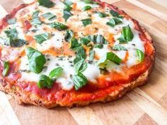 Ben jij een grote fan van pizza en weet jij ook hoe slecht de meeste pizza's zijn voor je lichaam? Dan is dit het perfecte gezondere recept voor jouw! Je mag gerust een keer per week deze gezondere pizza eten ook als je op dieet bent en graag wat wilt afvallen. De bodem van de pizza is vervangen door bloemkool! Klinkt een beetje vies en raar in de oren, maar als je het proeft, proef je nauwelijks geen verschil met een echte pizza!, waaruit de bodem vaak uit erg veel zout bestaat. De…