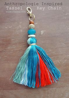 DIY Tassel Keychain - love this craft how to for a colorful boho chic beaded… Diy Keychain, Tassel Keychain, Tassel Earrings, Diy Tassel, Tassels, Do It Yourself Jewelry, Passementerie, Bijoux Diy, Vintage Embroidery