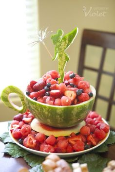 Fuente de sandia y frutas rojas