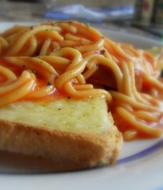 Canned Spaghetti on Toast-a popular Australian breakfast or supper dish! Fun Food, Good Food, English Kitchens, Cafe Restaurant, Meal Planner, Spaghetti, Toast, Meals, Popular