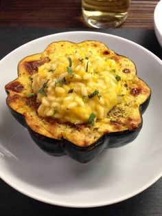 Creamy and comforting, this pumpkin risotto stuffed acorn squash is perfectly comforting for those chilly nights and clean-up is a breeze.