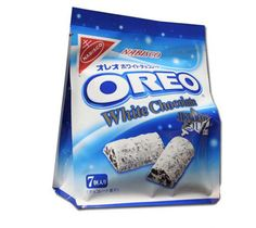 Are you a fan of Oreo cookies? But did you know there are in fact hundreds of different flavours of Oreos from all over the world! Junk Food Snacks, Keto Snacks, Snack Recipes, Weird Oreo Flavors, Cookie Flavors, Twix Cookies, Cookies Et Biscuits, Oreos, Nabisco Oreo