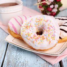 Donuts backen: Das beste Rezept - Petit Fours - Senin Favorin Donut Recipes, Healthy Dessert Recipes, Cake Recipes, Keto Desserts, Keto Donuts, Baked Donuts, Donuts Donuts, Mini Donuts, Easy Easter Desserts