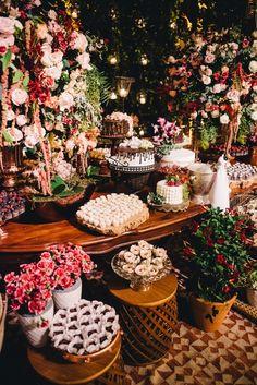 Wedding garden seating 20 new Ideas Floral Centerpieces, Wedding Centerpieces, Wedding Decorations, Wedding Cake Rustic, Cool Wedding Cakes, Fall Wedding Colors, Wedding Flowers, Wedding Dresses, Cottage Patio