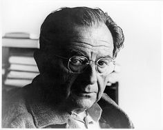 Erich Fromm (* 23. März 1900 in Frankfurt am Main; † 18. März 1980 in Muralto, Schweiz) war ein deutsch-US-amerikanischer Psychoanalytiker, Philosoph und Sozialpsychologe. Bereits seit Ende der 1920er Jahre vertrat er einen humanistischen, demokratischen Sozialismus. Seine Beiträge zur Psychoanalyse, zur Religionspsychologie und zur Gesellschaftskritik haben ihn als einflussreichen Denker des 20. Jahrhunderts etabliert, auch wenn er in der akademischen Welt oft gering geschätzt wurde.