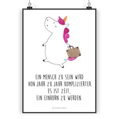 Poster DIN A5 Einhorn Koffer aus Papier 160 Gramm weiß - Das Original von Mr. & Mrs. Panda. Jedes wunderschöne Poster aus dem Hause Mr. & Mrs. Panda ist mit Liebe handgezeichnet und entworfen. Wir liefern es sicher und schnell im Format DIN A5 zu dir nach Hause. Die Größe ist 148 x 210 mm. Über unser Motiv Einhorn Koffer Das reisefreudige Einhorn ist perfekt für Leute, die im tiefsten Inneren immer noch Kind sind. Denn sind wir mal ehrlich: Manchmal nervt das Mensch sein doch sehr. Die…