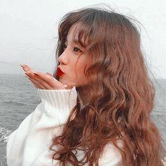 Fringe Brown hair Brunette wavy hair with bangs Ulzzang Korean Girl, Cute Korean Girl, Asian Girl, Uzzlang Girl, Aesthetic Hair, Kpop Aesthetic, Grunge Hair, Soyeon, Mode Outfits
