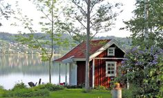 Tranquility on the water. Swedish stuga-The Swedish sure do know how to build cozy homes. Swedish Cottage, Red Cottage, Swedish House, Cozy Cottage, Cozy House, Cottages By The Sea, Cabins And Cottages, Red Houses, Little Houses