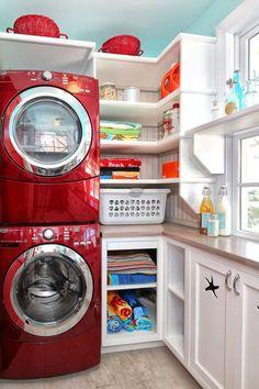 Laundry room: I love those washing machine and dryer!
