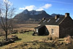 Shenavall Bothy with Ben Dearg Mor in the background. The beautiful fisherfield forest, wester ross, Scottish Highlands. Wester Ross, West Coast Scotland, The Loch, Bothy, Scottish Highlands, Great Shots, Cold Day, B & B, Great View
