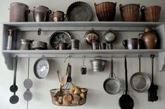 Kitchen Pantry Design, Kitchen Shelves, Interior Design Kitchen, Kitchen Decor, 1940s Kitchen, Vintage Kitchen, Rustic Wood Shelving, Primitive Kitchen, Primitive Country