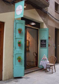 Cupcake shop: El Born, Barcelona that color + words about baking/ cupcakes in different languages