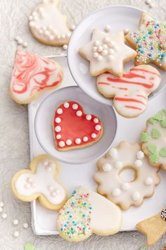 Biscuit Recipes: Classic cookies for cutting out and decorating - Kekse, Plätzchen Rezepte Galletas Cookies, Cake Mix Cookies, Cookies Et Biscuits, Healthy Cookie Recipes, Healthy Cookies, Cupcake Recipes, Cookies Vegan, Basic Cookies, Halloween Sugar Cookies