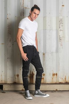 The streamlined leg narrows to the ankle, and the waistband features a drawstring. Loose Fit Jeans, Drawstring Waist, Fall Winter, Normcore, Ankle, Legs, Denim, Fitness, Fashion