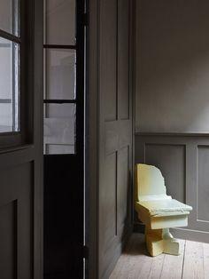 "Die Hostels New Road Residence ist eine Pension mit einer ""Lifestyle-Minibar"" Georgian Townhouse, Georgian Homes, Georgian Interiors, Dark Interiors, Mini Bars, New Innovative Ideas, Discount Bedroom Furniture, Three Bedroom House, European Home Decor"