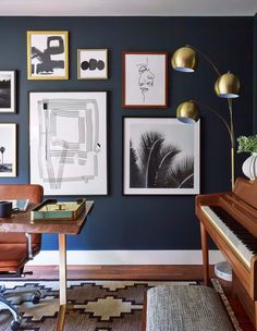 Dark Blue Walls in Home Office with Piano Mid Century Modern Design, Mid Century Modern Furniture, Living Room Modern, Living Room Decor, Dining Room, Dining Tables, Modern Bedrooms, Trendy Bedroom, Home Interior