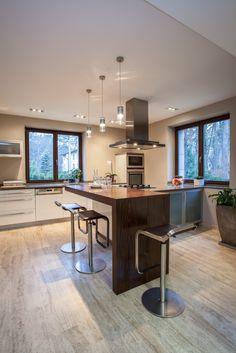 Travertine house - vertical view of a kitchen Luxury Vinyl Flooring, Vinyl Plank Flooring, Luxury Vinyl Plank, Exterior Design, Interior And Exterior, Waterproof Flooring, Cozy Place, Home Remodeling, Kitchen Remodel