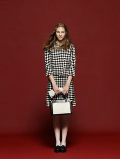 #10 Jacket:TOMORROWLAND collection/¥38,880  Skirt:TOMORROWLAND collection/¥19,440 Gloves:SANDRO TEMIN/¥15,120 Bag:CAROL J/¥29,160 Shoes:FABIO RUSCONI/¥30,240