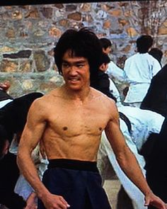 Bruce Lee Master, Bruce Lee Art, Bruce Lee Martial Arts, Bruce Lee Photos, Bruce Lee Body, Martial Arts Movies, Jada Pinkett Smith, Enter The Dragon, Chuck Norris
