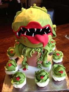 Little shop of horrors birthday cake. I know what cake I want on my next birthday . Halloween Desserts, Halloween Food For Party, Halloween Cupcakes, Halloween Treats, Halloween Baking, Halloween 1, Crazy Cakes, Fancy Cakes, Cute Cakes