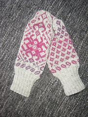 Ravelry: Agapanthus Mittens pattern by Sytske Corver