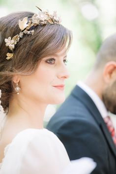 5461e6741 Guapísima la novia con el detalle de la diadema del atelier Beatriz Alvaro  novias Peinados Para