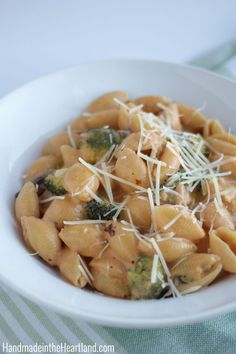 This tasty pasta con broccoli recipe is the perfect comfort food - and so easy to make!