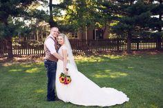 #amandatranbargerphotography #sunflowers #couplepictures #bride #groom #barnwedding #zyntangofarm