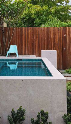Raised fully tiled pool by tristanpeirce Landscape Architecture and Helen Marchasani Architects, Perth Western Australia Above Ground Pool Landscaping, Backyard Pool Landscaping, Small Backyard Pools, Small Pools, Pool Fence, Swimming Pools Backyard, Swimming Pool Designs, Houses Architecture, Landscape Architecture