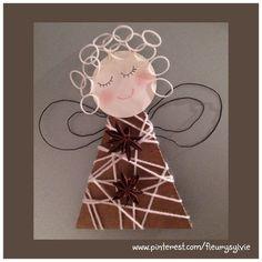 Ange avec un triangle de carton entouré de laine + rainbow looms pour les…
