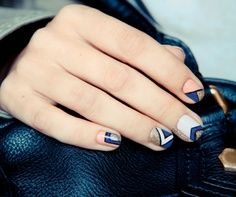 candystorecollective.com >> Graphic nails in navy and pink.