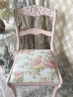 Shabby Pink Carved Rose Chair Vanity Bench Pink and von Fannypippin