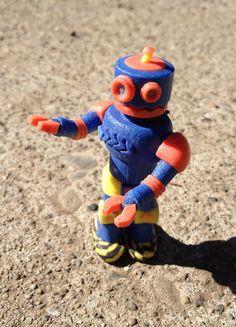 Pañuelos Familia® Chic Metallic. Un toque Chic que le dará brillo a cualquier lugar. Robots, Tigger, Disney Characters, Fictional Characters, Jitter Glitter, Robot, Fantasy Characters