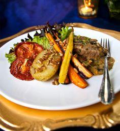 Het mangopanna med ugnsrostade rotsaker och tomater Prom Dresses, Beef, Desserts, Food, Daughter, Meat, Tailgate Desserts, Deserts, Essen