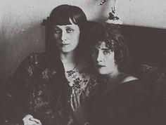 Анна Ахматова и Ольга Глебова-Судейкина. 1920-е годы  © Heritage Images / Getty Images / Fotobank