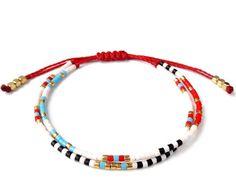 Petit bracelet délicat superposition perlé fil par ToccoDiLustro